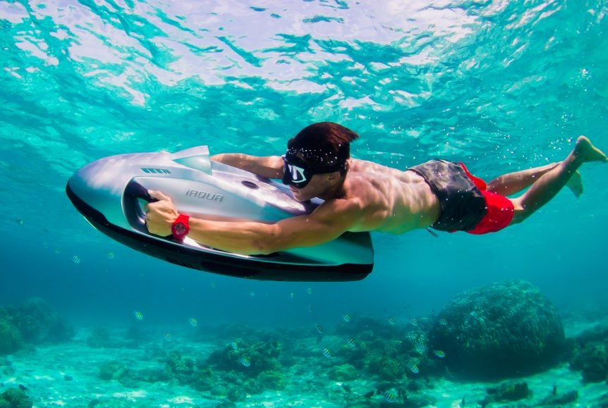 Hold on - here comes the iAqua! The fastest scooter available at Underwater Australasia